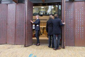 Opening Súdwesthús door de burgemeester